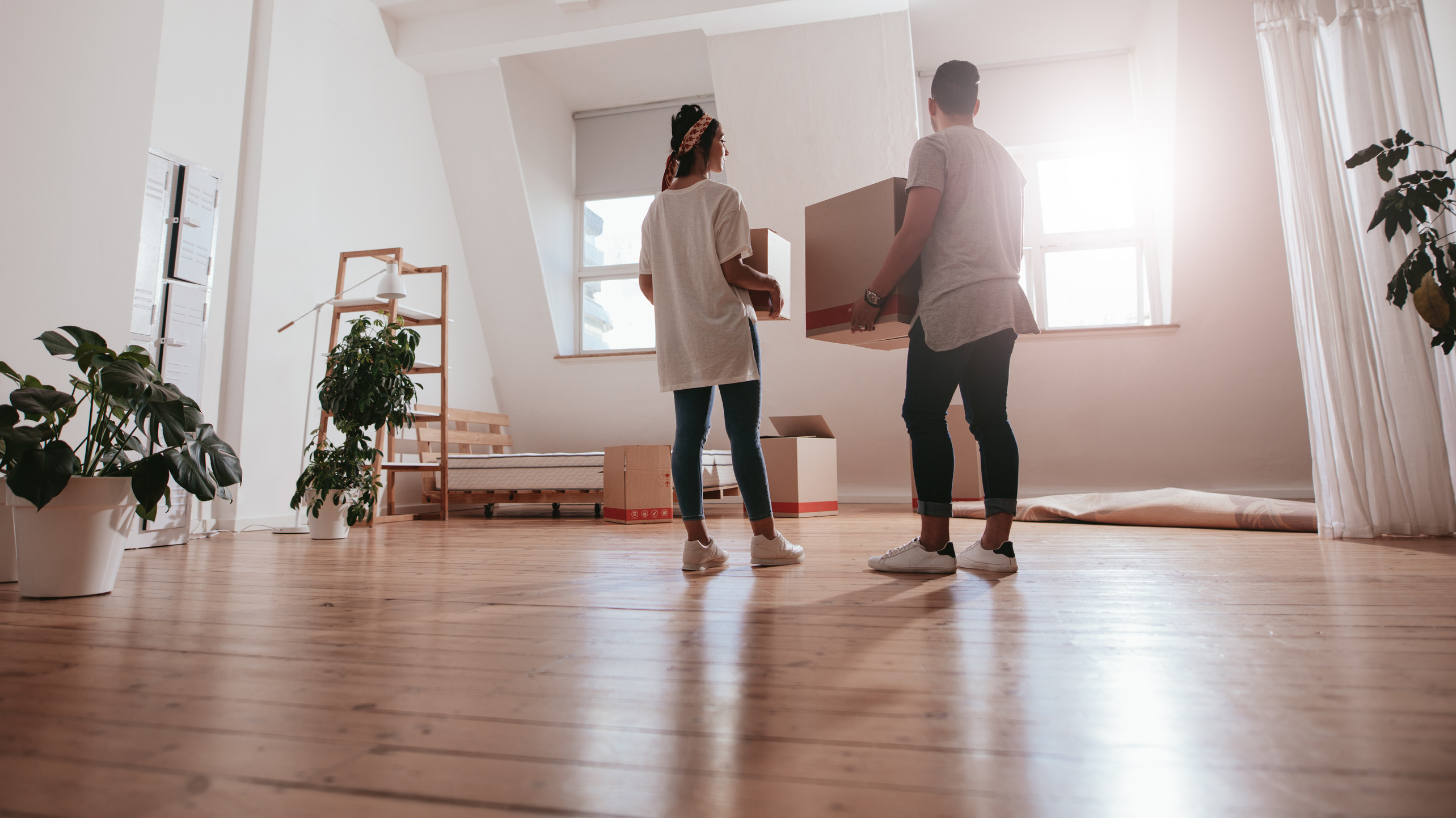 Couple moving out of an apartment